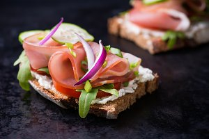 Open sandwiches with ham