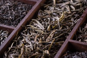 Dry tea in wooden crate