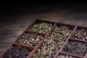 Dry tea in wooden box