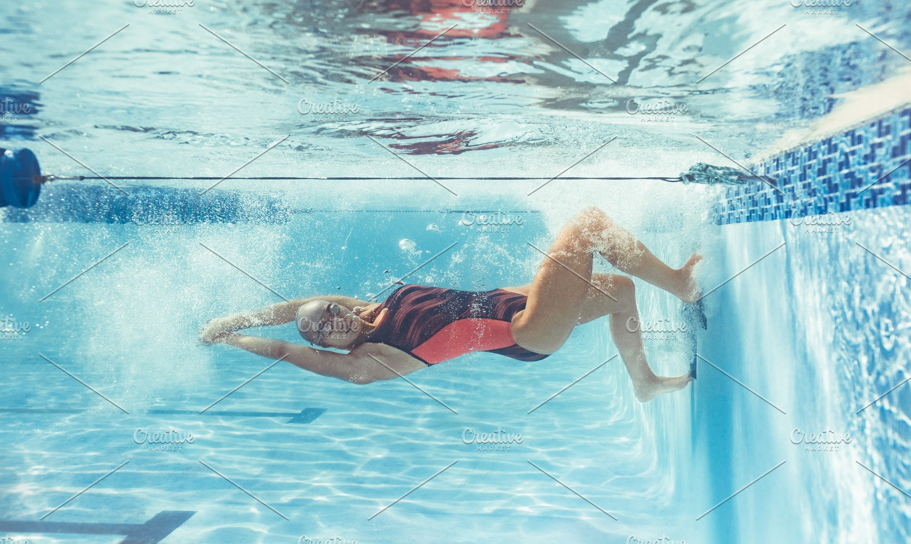Woman swimmer training for swimming
