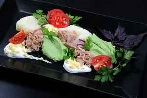 tuna with garnish