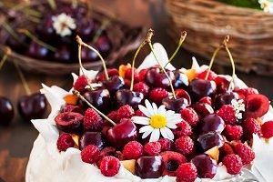 Delicious Pavlova meringue cake deco
