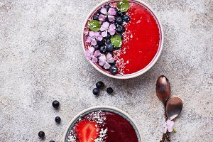 Smoothie bowls with strawberry and