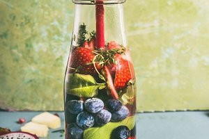 Infused water with berries