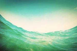 Dynamic water wave in the ocean