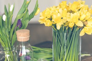 Yellow narcissuses bouquet in a glas