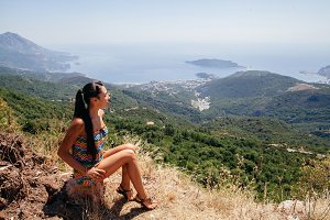 woman travel mountains with panorama