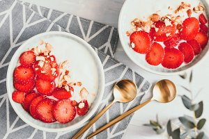 Two bowls with yoghurt