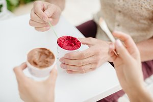 couple ice cream eating