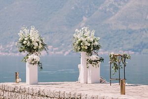 wedding arch decoration with beautif