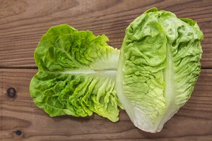 lettuce on the wooden table