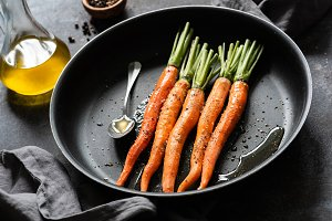 Cooking carrots on a pan
