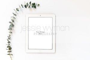 Minimalist Tablet Mockup