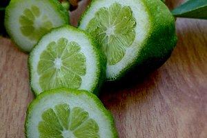 Baby green lemon slices