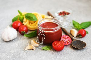 Tomato sauce in a jar