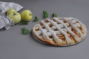 Apple pie with mint