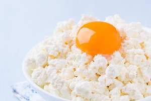 Cottage cheese with egg yolk