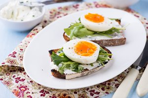 Rye toast sandwiches with egg