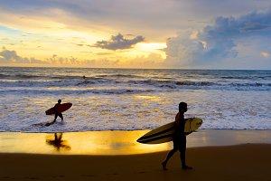 Two Surfers beach silhuette Bali