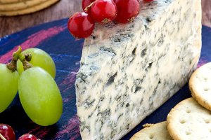 Blue cheese with fruits