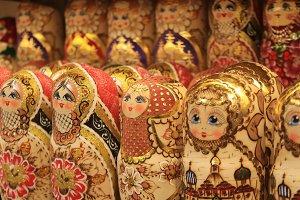 Souvenirs of golden nesting dolls
