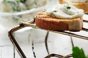 Crostini with cottage cheese