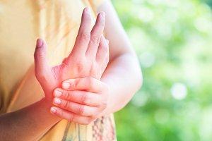 women acute pain in a wrist