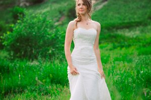 beautiful bride against the backdrop