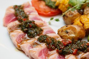 Grilled tuna and vegetables