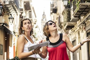 Two tourist women lost in the city