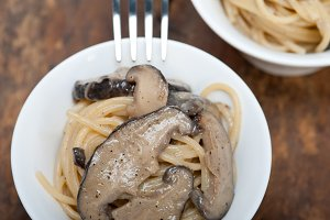 spaghetti pasta and wild mushrooms 047.jpg