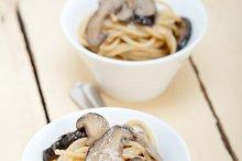 spaghetti pasta and wild mushrooms 002.jpg
