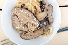 spaghetti pasta and wild mushrooms 005.jpg
