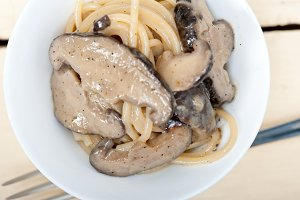 spaghetti pasta and wild mushrooms 005.jpg