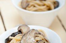 spaghetti pasta and wild mushrooms 003.jpg