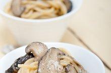 spaghetti pasta and wild mushrooms 004.jpg
