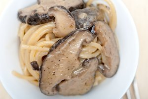 spaghetti pasta and wild mushrooms 007.jpg