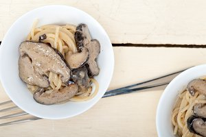 spaghetti pasta and wild mushrooms 006.jpg