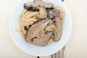 spaghetti pasta and wild mushrooms 008.jpg