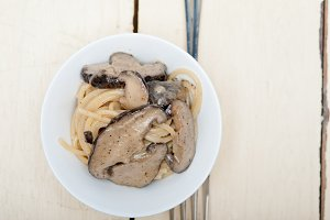 spaghetti pasta and wild mushrooms 009.jpg