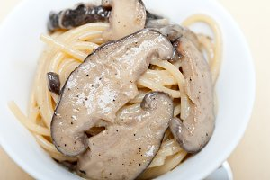 spaghetti pasta and wild mushrooms 010.jpg