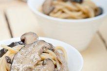 spaghetti pasta and wild mushrooms 013.jpg