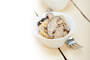 spaghetti pasta and wild mushrooms 017.jpg
