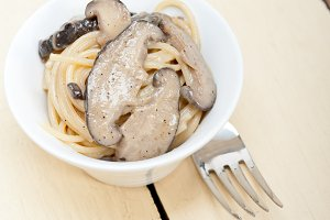 spaghetti pasta and wild mushrooms 018.jpg