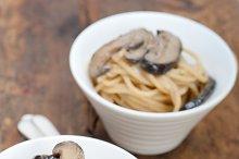 spaghetti pasta and wild mushrooms 019.jpg