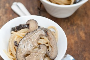 spaghetti pasta and wild mushrooms 020.jpg