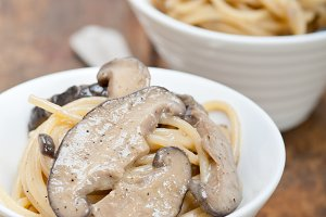 spaghetti pasta and wild mushrooms 022.jpg