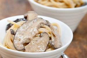 spaghetti pasta and wild mushrooms 021.jpg