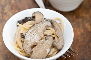 spaghetti pasta and wild mushrooms 024.jpg