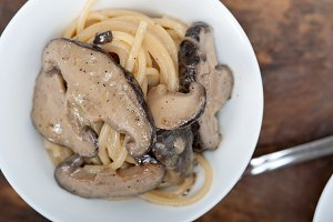 spaghetti pasta and wild mushrooms 025.jpg